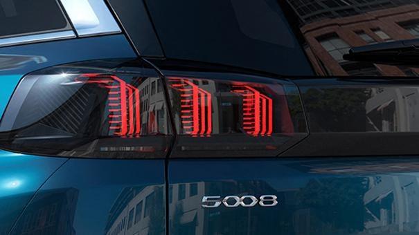 Nuevo SUV PEUGEOT 5008: Faros traseros de 3 garras