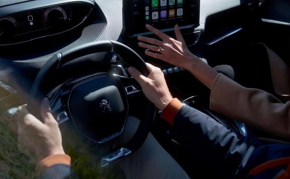 Nuevo SUV PEUGEOT 5008: PEUGEOT i-Cockpit® modernizado con nueva pantalla táctil capacitiva