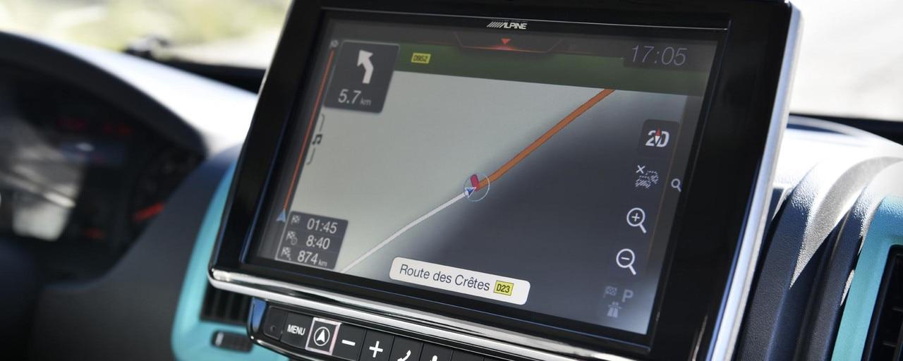 PEUGEOT BOXER 4x4 CONCEPT : No te perderás nunca más con la nueva navegación táctil de 9 pulgadas que permite introducir las medidas del vehículo y evitar así las carreteras con posibles restricciones de tama&ntil