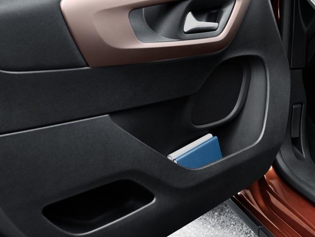 Nuevo PEUGEOT RIFTER – Compartimento en la puerta del conductor