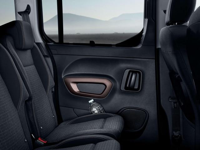 Nuevo PEUGEOT RIFTER – Compartimento en la puerta trasera corredera