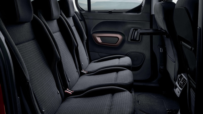 NUEVO PEUGEOT RIFTER – 3 asientos traseros individuales y sistema Magic Flat