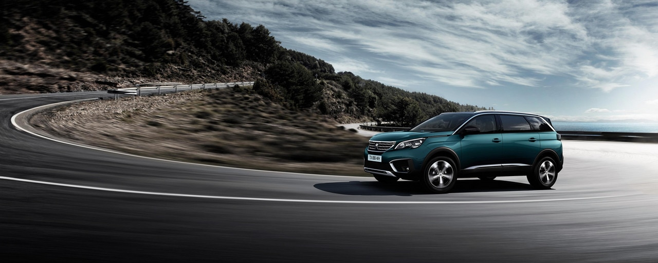Nuevo SUV PEUGEOT 5008: Agarre ejemplar en carretera