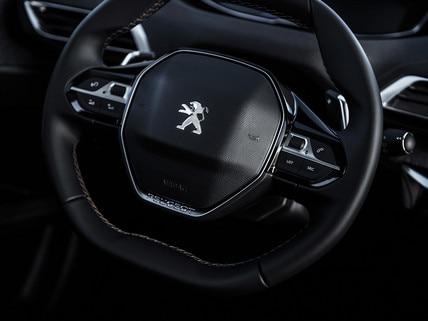 Volante compacto Peugeot i-Cockpit